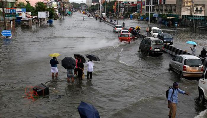 चेन्नई में भारी बारिश से थम गई जिंदगी, एयरपोर्ट कल तक के लिए बंद, पीएम मोदी ने हालात पर की चर्चा