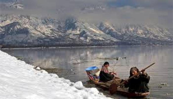 कश्मीर घाटी में बारिश, बर्फबारी का पूर्वानुमान