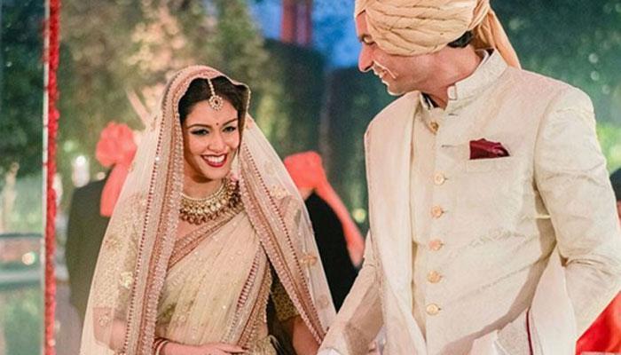पति राहुल शर्मा ने कहा- 'असिन मेरी दुनिया है, मैं अपनी दुनिया को बांहों में लिए हूं'