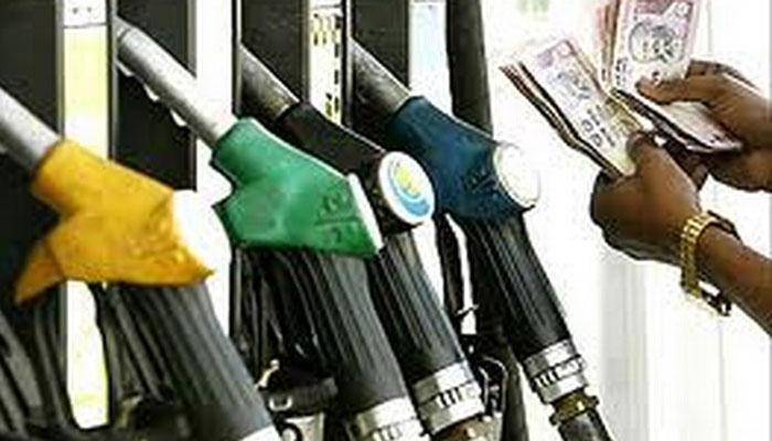 पेट्रोल-डीजल पर उत्पाद शुल्क में बढ़ोतरी, नहीं बढ़ेंगे खुदरा दाम