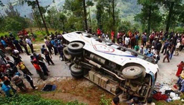 गुजरात के पूर्णा नदी में बस गिरी, 37 लोगों की मौत