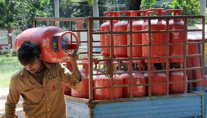 गरीब परिवार की महिला सदस्यों को LPG कनेक्शन मुहैया करायेगी सरकार