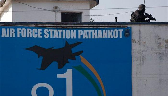 पाकिस्तान जांच टीम ने पठानकोट वायुसेना स्टेशन का दौरा किया: कांग्रेस, आप ने किया प्रदर्शन