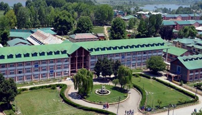 NIT श्रीनगर में HRD की टीम पहुंची, बाहरी छात्रों ने मांगी सुरक्षा