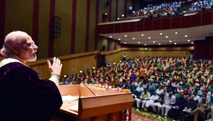 PM मोदी बोले, जम्मू-कश्मीर के विकास के लिए जरूरी है 'इंसानियत, कश्मीरियत और जम्हूरियत'