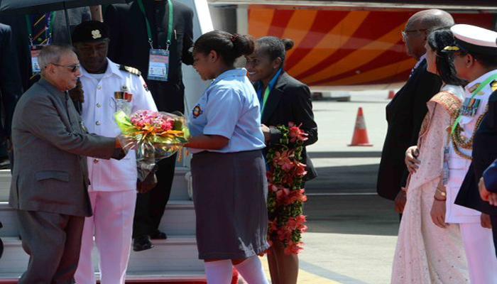 राष्ट्रपति प्रणब मुखर्जी पहुंचे पापुआ न्यू गिनी, गर्मजोशी से हुआ स्वागत