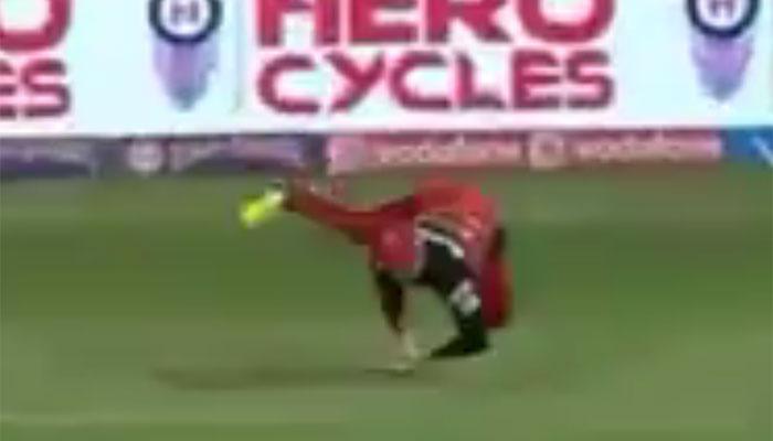 RCB Vs MI मैच में जब एबी डिविलियर्स ने लपका शानदार कैच, देखें वीडियो