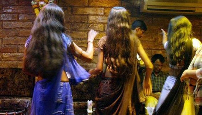 मुंबई में चार अवैध डांस बारों पर छापामारी, 62 महिलाएं छुड़ाई गईं, 80 गिरफ्तार