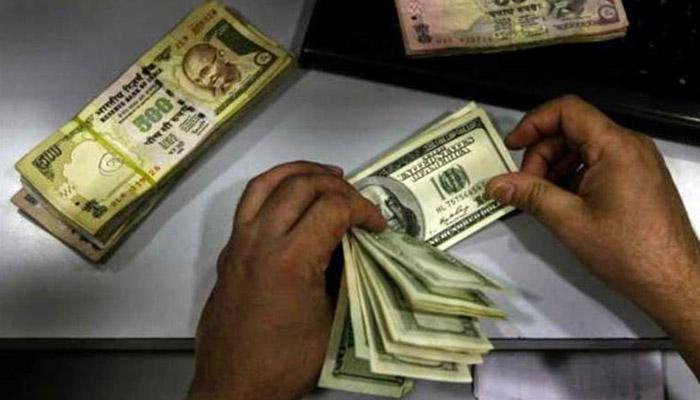 डॉलर के मुकाबले रुपया ढ़ाई महीने के न्यूनतम स्तर पर