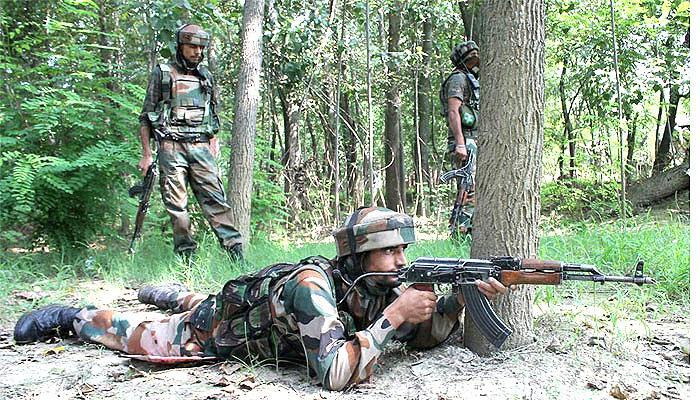 कश्मीर में दो मुठभेड़ों में 6 आतंकवादी ढेर, एक सैनिक शहीद