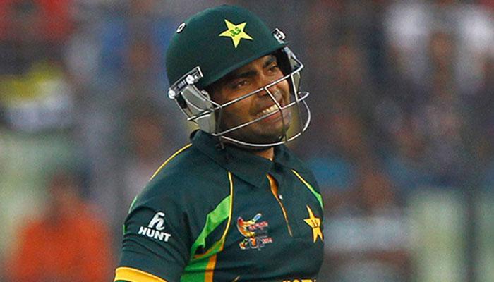 पाकिस्तान क्रिकेटर उमर अकमल को एक महिला लेग स्पिनर ने कर दिया बोल्ड- देखें Video