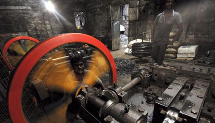 अच्छे दिन को झटका, औद्योगिक उत्पादन 0.8 प्रतिशत गिरा