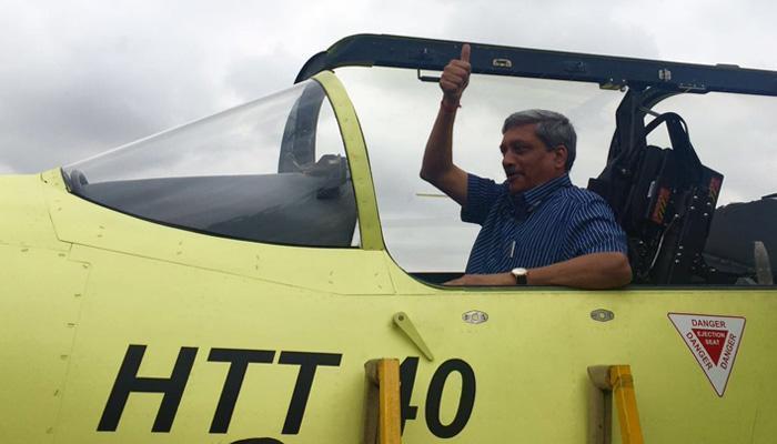 स्वदेशी ट्रेनर विमान HTT-40 ने बैंगलुरु में भरी उद्घाटन उड़ान