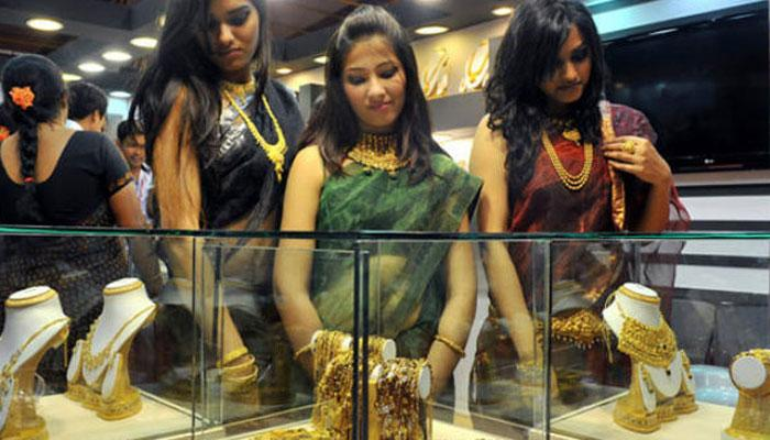 सोना-चांदी में गिरावट, अब सोना 29650 रुपये प्रति 10 ग्राम