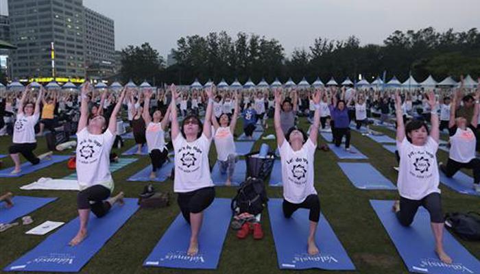 संयुक्त राष्ट्र ने मनाया योग दिवस, रिकॉर्ड 135 राष्ट्रों के लोगों ने लिया हिस्सा