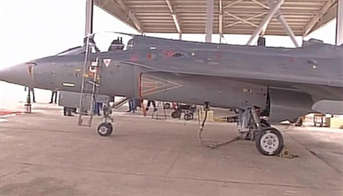 भारत में बना लड़ाकू विमान तेजस वायुसेना में शामिल, 'फ्लाइंग डैगर्स' का दिया गया नाम