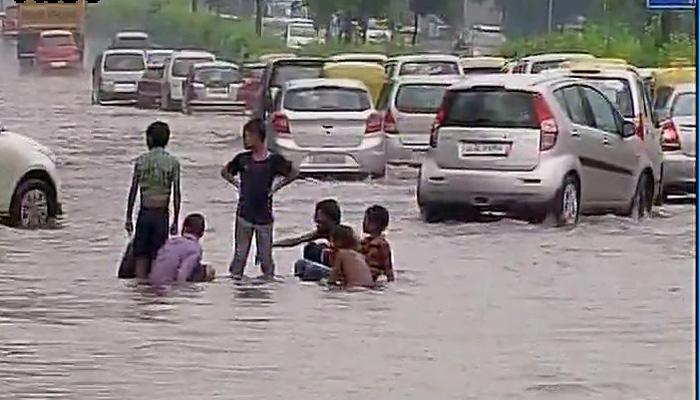 देश की राजधानी में मूसलाधार बारिश, कई हिस्सों में जल-जमाव और ट्रैफिक जाम