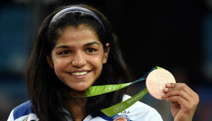 रियो ओलंपिक में ब्रॉन्ज मेडल: साक्षी मलिक को 2.5 करोड़ रुपये और सरकारी नौकरी देने का ऐलान