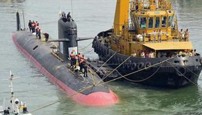 भारतीय नौसेना की स्कॉर्पीन पनडुब्बी से जुड़ी टॉप सीक्रेट जानकारी हुई लीक, रक्षा मंत्री पर्रिकर ने मांगी रिपोर्ट