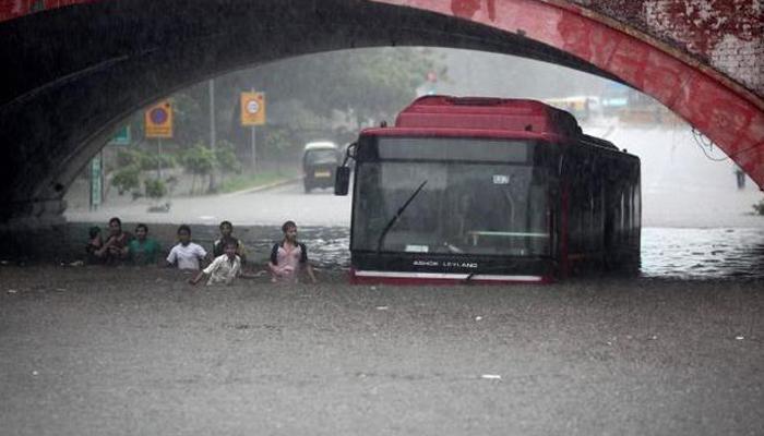 ट्रैफिक ही नहीं, जीडीपी पर भी बुरा असर डालता है जलभराव : सर्वे