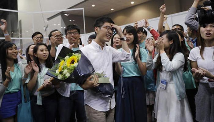 हांगकांग चुनाव में जीते चीन-विरोधी युवा कार्यकर्ता