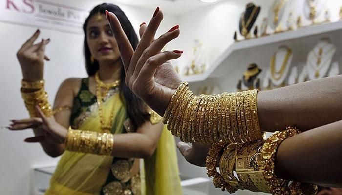सोना और चांदी के भाव में गिरावट, सोना अब 31520 रुपये प्रति 10 ग्राम