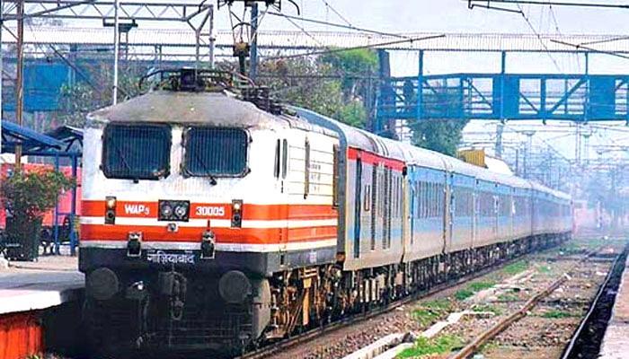 रेलवे की नयी समय सारणी में तेजस, हमसफर एक्सप्रेस की सेवाएं शामिल
