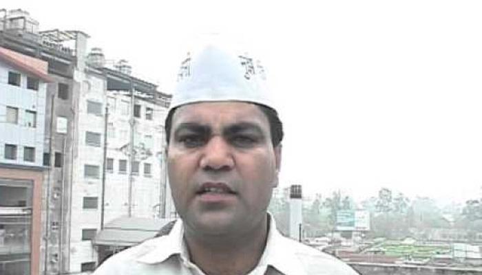 AAP विधायक गुलाब सिंह ने गुजरात के सूरत में किया सरेंडर, दिल्ली पुलिस ने कस्टडी में लिया