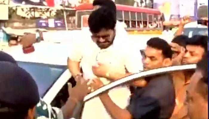 आसनसोल में केंद्रीय मंत्री बाबुल सुप्रियो पर TMC कार्यकर्ताओं ने पत्थर से किया हमला