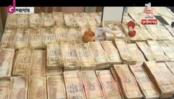 थैले में ले जा रहा था 45 लाख रुपये, पकड़ा गया