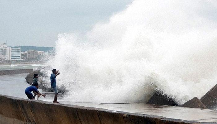तमिलनाडु नाडा तूफान से निपटने को तैयार, NDRF की टीमें तैनात