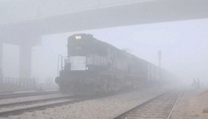 उत्तर भारत में कोहरे के चलते 80 से अधिक ट्रेनें लेट, कई उड़ानों में देरी