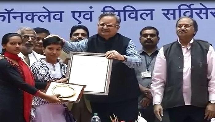 रमन सिंह ने युवाओं को किया सम्मानित