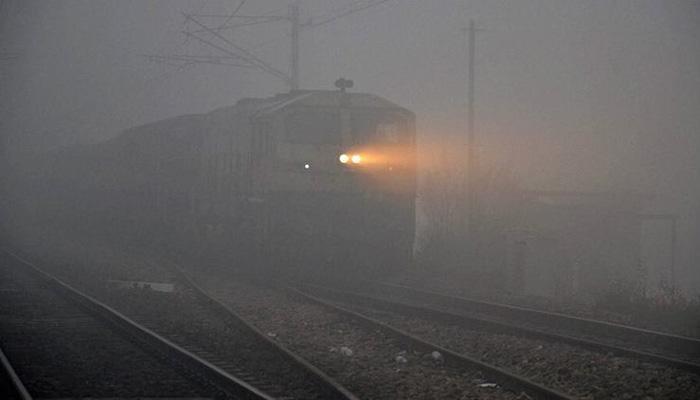 उत्तर भारत में कोहरे का कहर; 37 ट्रेनें लेट, 6 का वक्त बदला गया