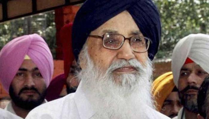लांबी में पंजाब के मुख्यमंत्री प्रकाश सिंह बादल पर जूता फेंका गया