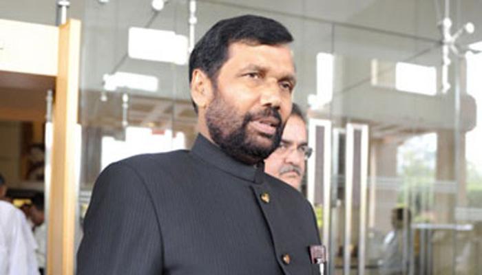रामविलास पासवान की हालत स्थिर, डॉक्टर आईसीयू में रख रहे हैं उनकी सेहत पर नजर