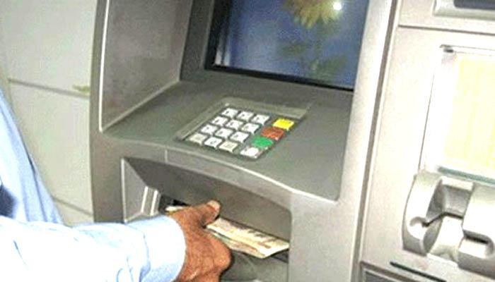 अब ATM से एक दिन में निकाल पायेंगे 10000 रुपये, रिजर्व बैंक ने बढ़ाई लिमिट मगर साप्ताहिक निकासी सीमा जारी
