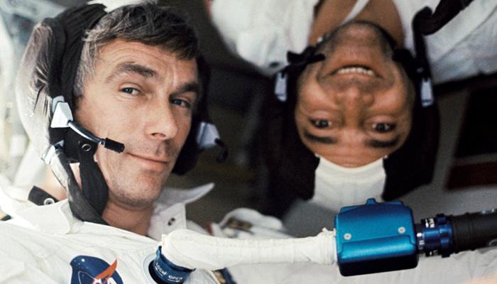 चांद पर जाने वाले आखिरी अंतरिक्ष यात्री यूजिन सरनेन का निधन