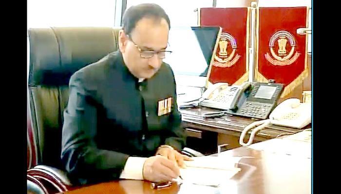 दिल्ली पुलिस के पूर्व कमिश्नर आलोक वर्मा ने संभाला सीबीआई डायरेक्टर का कार्यभार