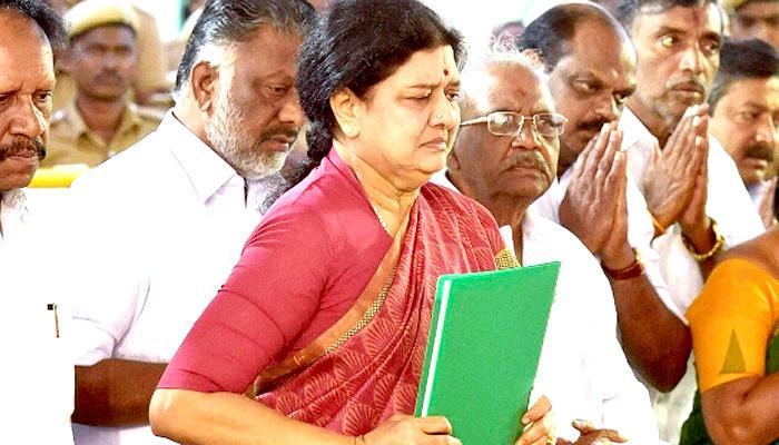 शशिकला के तमिलनाडु के मुख्यमंत्री के रूप में शपथ लेने पर सस्पेंस