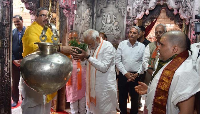 PM मोदी ने बाबा विश्वनाथ और कालभैरव मंदिर में पूजा-अर्चना की