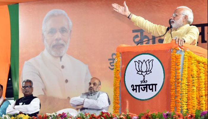वाराणसी में PM मोदी ने भरी हुंकार, बोले- देश को नेताओं और बाबुओं ने लूटा