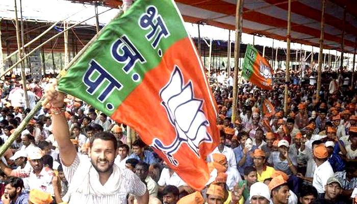 UP Election Result 2017 : यूपी में बीजेपी का वनवास खत्म, सपा-बसपा को धूल चटाकर 14 साल बाद शानदार वापसी