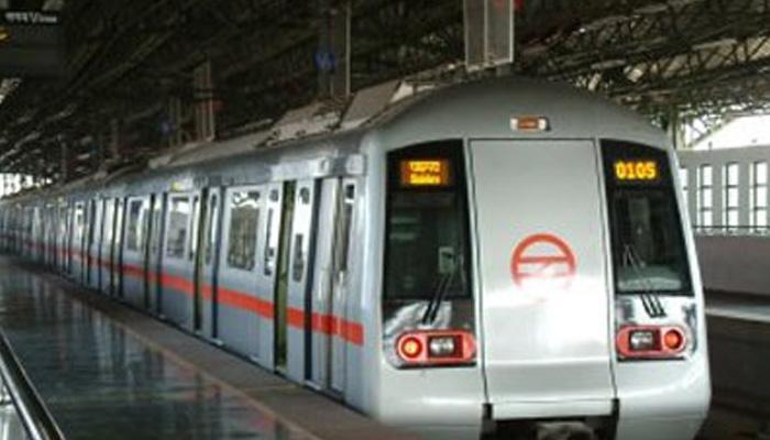 दिल्ली के मेट्रो स्टेशन पर महिला ने फांसी लगाकर खुदकुशी की