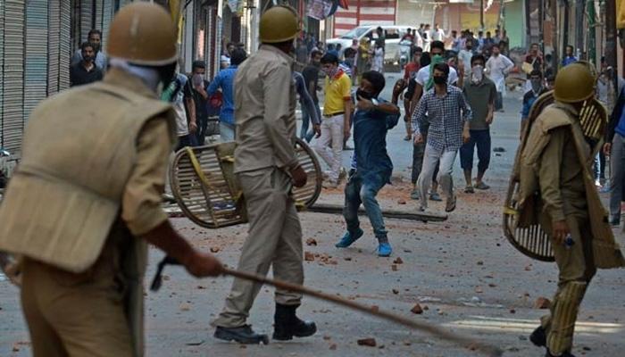 पत्थरबाजों की मौत के विरोध में आज अलगाववादियों का कश्मीर बंद