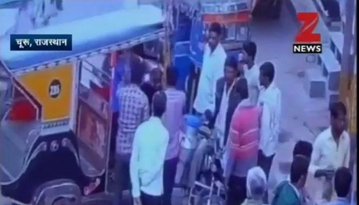 सड़क पर झगड़े में ऑटोड्राइवर की हत्या, CCTV वीडियो में कैद हुई वारदात