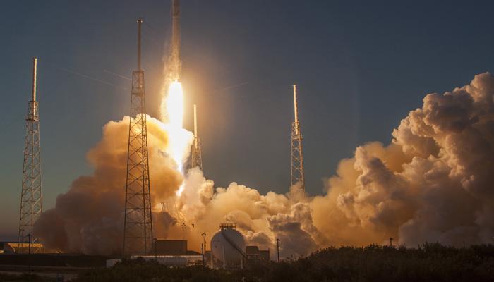 स्पेसएक्स ने पहला पुनर्चक्रित रॉकेट प्रक्षेपित किया