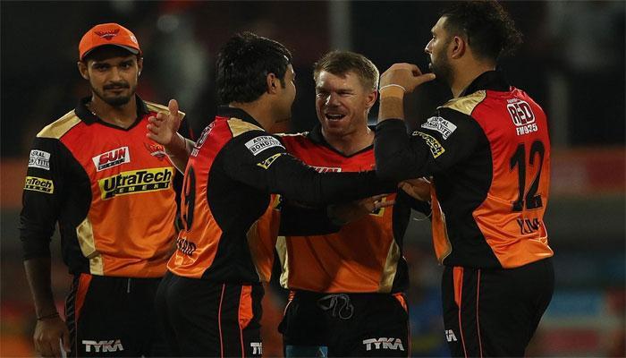 SRH के युवी का बल्ला गरजा, बॉलरों ने दिखाया दम और IPL-10 के पहले मैच में चित हो गई RCB