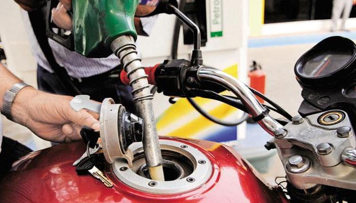 15 दिनों में नहीं, अब रोज-रोज़ बदले जा सकते हैं पेट्रोल-डीज़ल के दाम