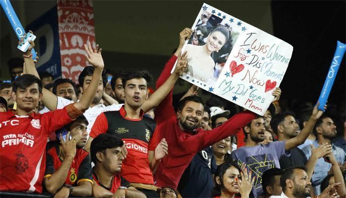 PICS : स्टेडियम में प्रीति जिंटा को देख फैन का दिल कहने लगा- my dil goes zooo...